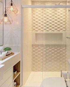 Leque maravilhoso esse banheiro clarinho com revestimento 😍 ⠀ ✍🏻 Projeto de 📷 Foto de 🔗… Bathroom Design Luxury, Bathroom Design Small, Modern Bathroom, Home Interior Design, Bad Styling, Plafond Design, Bathroom Renos, Bathroom Styling, Bathroom Inspiration