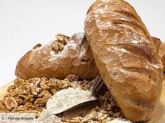Découvrez la recette de Pain aux noix avec Femme Actuelle Le MAG Pain Aux Olives, Finger Foods, Hamburger, Bread, Pains, Robot, Inspiration, Nut Roll Recipe, Cooking Recipes