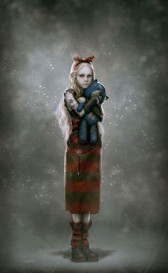 KLARA ROMANOFF, è la minore della cucciolata. Una bambina taciturna, che adora giocare con le sue bambole e con i cani di famiglia. Molto curiosa, ama spiare le riunioni del fratello maggiore.
