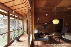 Clean design with tons of windows and natural lighting. Japanese Style House, Traditional Japanese House, Japanese Interior Design, Japanese Modern, Architecture Design, Tatami Room, Piece A Vivre, Inspired Homes, House Rooms