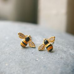 Bumble Bee Earrings at Kellinsilver