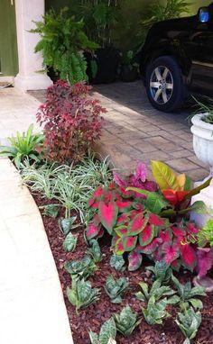 25 jardines que se verán fabulosos en la entrada de tu casa / Jardines de estilo moderno por EcoEntorno Paisajismo Urbano