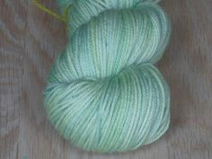Pastel grøn - Håndfarvet Mellemtykt Garn I Superwash Merino.