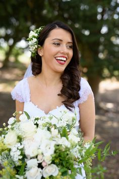 Beautiful Hayley on her Wedding Day | Grandview Gardens, Outram, Dunedin | www.estelleflowers.co.nz | Shelley Povey Photography