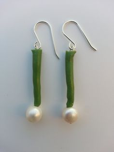 Earring made of sterling silver with recycled silicone and pearls