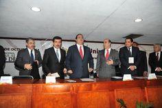 El Gobernador de Veracruz, Javier Duarte de Ochoa, inauguró el Congreso Nacional Reforma al Juicio de Amparo en el Siglo XXI, organizado por la Universidad de Xalapa, donde expresó que la legalidad es el mejor camino para avanzar hacia el desarrollo de la entidad.