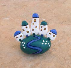 Casitas. Piedras pintadas a mano. Sonia Cifuentes. Si te gusta y quieres uno…