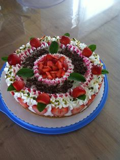 Torte ohne Backen amarettini erdbeer Joghurt Fondant, Cake, Desserts, Food, Xmas, Pies, Tailgate Desserts, Deserts, Kuchen