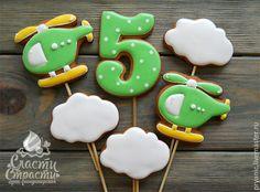 Купить Пряники для мальчика - ярко-зелёный, детские пряники, пряник цифра, пряник на палочке Cookies For Kids, Cute Cookies, Cupcake Cookies, Sugar Cookies, Cupcakes, Cookie Pops, Cookie Icing, Royal Icing Cookies, Baby Shower Cookies