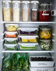 Terrific Glass Meal Prep Containers that Last Forever! is part of Fridge organization - The best glass meal prep containers out there, and they all last forever! Now you don't have to worry about toxic chemicals getting in to your meals! Home Organisation, Organization Hacks, Studio Apartment Organization, Ikea Kitchen Organization, Studio Apartment Kitchen, Organising Tips, Freezer Organization, Studio Apartments, Organizing Ideas