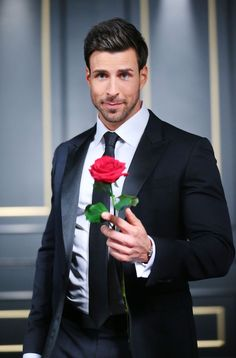 James Bond Suits & Tuxedos on SALE - Affordable Daniel Craig Clothing James Bond Suit, Bond Suits, Daniel Craig Suit, Let's Dance, Flowers For Men, Prom Tux, Prom Couples, Bachelor, Prom Date