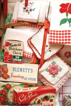 Use red and white potholders, kitchen towels etc. in cottage decor, shabby chic decor and granny chic decorVintage red and white Red And White Kitchen, Cherry Kitchen, Red Kitchen, Strawberry Kitchen, 1950s Kitchen, Cozy Kitchen, Rustic Kitchen, Vintage Love, Retro Vintage