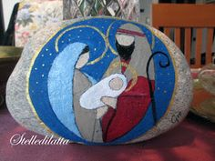 Mary, Joseph and baby Jesus. Christmas Rock, Christmas Jesus, Christmas Nativity Scene, Christmas Crafts, Pebble Painting, Tole Painting, Pebble Art, Stone Crafts, Rock Crafts