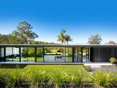 Inspired by the post-war modernists, UK-born architect, builder and designer Sarah Waller always dreamed of building her own 'glass house'. Restricted by planning laws in her native country, it wasn't until she moved to Australia that her dream could come true.
