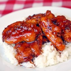 Low Fat Baked General Tso Chicken - with over 82 THOUSAND repins on Pinterest, it's worth finding out what all the fuss is about. A spicy, sweet, sticky, crispy Chinese take-out favorite with less fat and all the flavor of their deep fried versions.