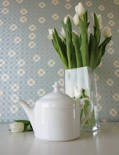 Vintage White Tea Pot by Schumann Arzberg Bavaria door Vantoen