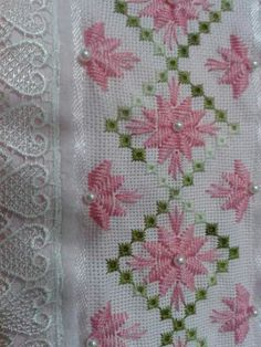 This Pin was discovered by Yul Types Of Embroidery, Learn Embroidery, Hand Embroidery Designs, Ribbon Embroidery, Embroidery Patterns, Hardanger Embroidery, Cross Stitch Embroidery, Cross Stitch Patterns, Needlepoint Stitches