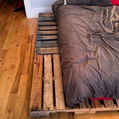 I like how the pallets go vertical and horizontal