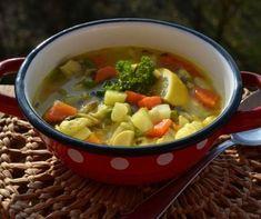 9 laktató raguleves, ami után nem kell második! | Mindmegette.hu Hungarian Recipes, Vitamins, Food And Drink, Healthy Recipes, Healthy Meals, Lunch, Cooking, Ethnic Recipes, Soups