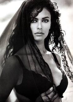 James Bond: The Best of Bond Girls Beautiful Italian Women, Most Beautiful Women, Beautiful People, Sicilian Women, James Bond Girls, Cigar Girl, Beauty And Fashion, Italian Actress, Maria Grazia