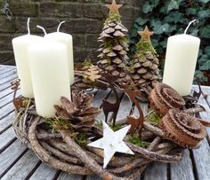 Use natural materials to make one of these 8 models of Christmas wreaths. - Decoration - Tips and Crafts Christmas Advent Wreath, Christmas Candles, Christmas Love, Rustic Christmas, Winter Christmas, All Things Christmas, Christmas Crafts, Advent Wreaths, Deco Nature