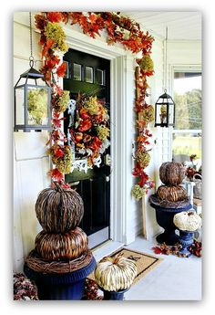 Decorating Big Front Yard Landscaping Ideas Decor For Front Door Decorate A Wreath Interior Fall Front Door Decor Design Home Furnishings Autumn Decorating, Porch Decorating, Decorating Ideas, Fall Home Decor, Autumn Home, Autumn Garden, Spooky Halloween, Halloween Veranda, Halloween Garland
