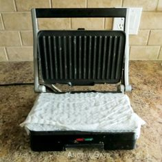 Cleaning grills : When you're done cooking, unplug it, and press a couple of damp paper towels between the lid and the surface. The leftover heat will steam clean the grill. Wipe it dry with another paper towel and you're done.