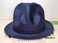 ヴィヴィアンウエストウッド ワールズエンド ストロー マウンテンハット 紺  Vivienne Westwood World's end Straw Mountain hat navy   濃紺です。
