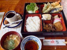 天ぷら道楽 天里: [昼] 幕の内弁当+コーヒー [夜] まぐろ刺+生ビール