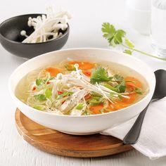 Soupe poulet et nouilles à l'asiatique - 5 ingredients 15 minutes Thai Red Curry, Meals, Ethnic Recipes, Mini Pains, Food, Discovery, Nutrition, Pea Soup, Meal Ideas