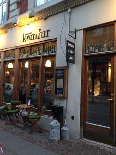 Restaurant Komfur i Aarhus C. 3-retter for 300,- Mad, som smager af noget! Gode priser, dejlig service og med en tilpas størrelse på anretningerne. Læs mere om mit besøg på: www.vaertinden.dk   www.restaurantkomfur.dk