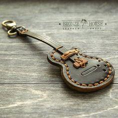 Подвес в виде гитары на пояс с кармашком для медиатора. Натуральная кожа. Сделано все в ручную. #BronzeHorse, #подарок, #медиатор, #гитара, #handmade, #handcraft, #ручнаяработа, #leather, #кожа , #натуральнаякожа, #изделияизкожи, #изкожи, #leathercraft, #leatherwork, #браслет, #бумажник, #кошелек, #кардхолдер, #bracelet , #wallet , #leathercuff , #cuff , #cardholder, #браслетдлячасов, #подвес, #брелок