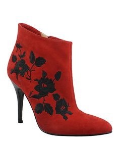 Combining function and fashion into one solid pair, these booties offer the best of both worlds. Beautiful embroidery captures a trendsetting look, while leather lining keeps feet cozy in there.