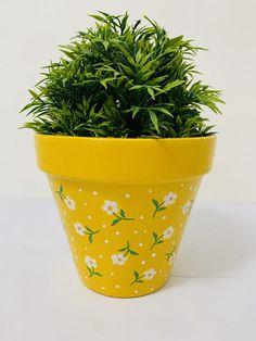 Flower Pot Art, Flower Pot Design, Clay Flower Pots, Clay Pots, Flower Plants, Painted Plant Pots, Terracotta Flower Pots, Painted Flower Pots, Easiest Flowers To Grow