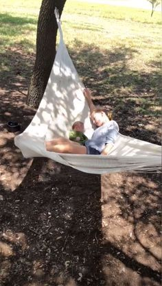 Joanna Gaines Shares Sweet Videos of Her Daughters 'Taking Turns' Cradling Their Baby Brother Crew Joanna Gaines Family, Joanna Gaines Design, Joanna Gaines Style, Chip And Joanna Gaines, Gaines Fixer Upper, Fixer Upper Joanna, Magnolia Fixer Upper, Casa Magnolia, Magnolia Farms