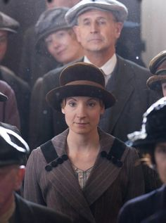 Downton Abbey Fashion: Anna Bates lovely hat and collar