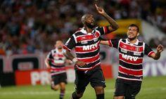 Trata-se do experiente atacante Grafite, que defendeu o Santa Cruz em 2016 e se destacou marcando muitos gols no Brasileirão.