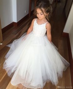 White Ball Gown Tulle Flower Girl Dresses for Vintage Wedding Spaghetti Straps…