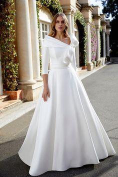 Wedding Dress Suit, Stunning Wedding Dresses, Luxury Wedding Dress, Wedding Dress Trends, Wedding Dress Sleeves, Wedding Bridesmaid Dresses, Designer Wedding Dresses, Beautiful Gowns, Bridal Dresses