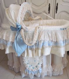 Angela Lace: Pink and Blue Baby Beds Shabby Chic Baby, Estilo Shabby Chic, Baby Crib Designs, Baby Design, Baby Bassinet, Baby Cribs, Dream Baby, Baby Love, Bringing Baby Home