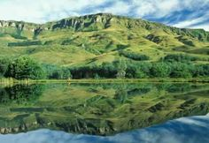 Drakensberg Travel Tips. Where to Stay. The Mountains of the Dragon (Drakensberg) area, known as Ukhahlamba or Barrier of Spears to the Zulu people provides a wonderful natural semi circular border between KwaZulu-Natal and Lesotho. Kwazulu Natal, Wilderness, Travel Inspiration, Travel Tips, Beautiful Pictures, Scenery, Tours, Stock Photos, Explore