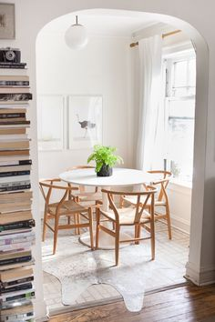 Simple and Scandinavian-inspired chic // Room Decor Ideas: Inspiration From 10 Dining Rooms With 10 Different Styles