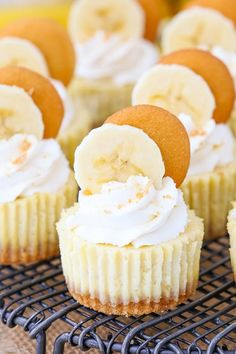 Mini Banana Pudding Cheesecakes This post is sponsored by Challenge Dairy, but all opinions are my own. These Mini Banana Pudding Cheesecakes are made with vanilla wafer crusts, a banana cheesecake filling, topped with whipped cream! They are sweet Mini Desserts, Just Desserts, Delicious Desserts, Dessert Recipes, Brownie Desserts, Banana Pudding Cheesecake, Mini Cheesecake Recipes, Cheesecake Cupcakes, Simple Cheesecake