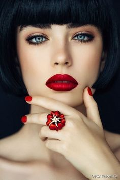 Portrait of a nice looking woman with beautiful ring. Beauty Care, Hair Beauty, Perfect Red Lips, Beautiful Lips, Stunning Eyes, Beautiful Clothes, Cool Eyes, Amazing Eyes, Black Rings