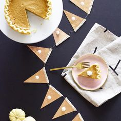 Pumpkin pie garland--so clever and cute!