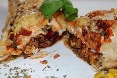 Wrap met tacosaus en gehakt - De keuken van Ursie Wraps, Lasagna, Oven, Pizza, Ethnic Recipes, Food, Eten, Rap, Ovens