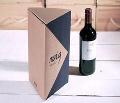 Caja triangular para botellas