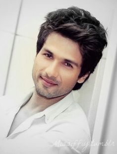 Luv his sleepy Eyes :* Shahid Kapoor
