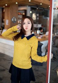 coloration collar knitted napping top  CODE: SWB1143  Price: SG $37.40(approx US $30.16)