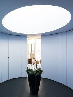 Oval hall med takfönster